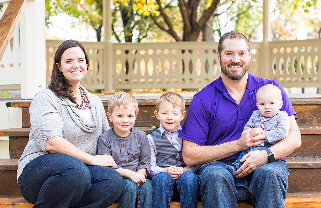 outdoor family portrait by pixelations photography